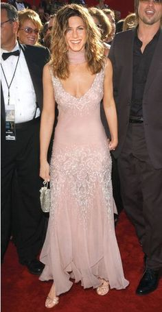 200 Celebrity Looks We Love - Jennifer Aniston in Christian Dior, 2002 Estilo Jennifer Aniston, Jennifer Aniston Pictures, Jenifer Aniston, Pink Fashion, Cute Fashion, Fashion Outfits, Sheer Beauty, Bridesmaid Dresses, Wedding Dresses