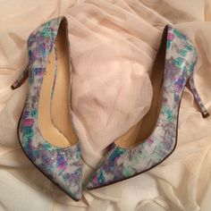 Amazing Kate Spade Heels In excellent condition with tags still on bottoms these multi colored heels are perfect for any outfit! Some minor wear on bottoms as seen in last pic but besides that like new! Size 8 kate spade Shoes Heels
