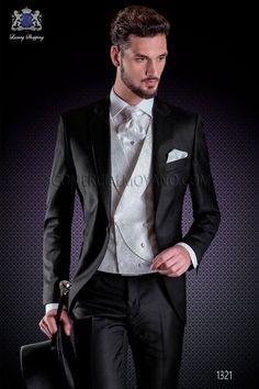 "Traje italiano con moderno estilo ""Slim"", 1 botón. Tejido satén 100% lana en color negro."