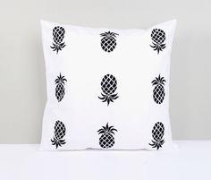Kissenbezug mit Ananas // pillow with pineapples by Ellavue via DaWanda.com