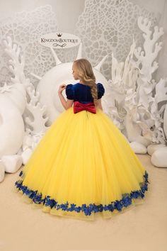 123456 or 7 . Snow White Dresses, White Flower Girl Dresses, Girls Dresses, Snow White Wedding Dress, Long Dresses, The Dress, Baby Dress, Robes Disney, African Dresses For Kids
