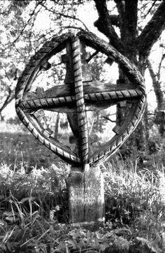 Breb MM.cruce inscrisa in soare.1995 - Biserica de lemn din Breb - Wikipedia Haile Selassie, Wooden Crosses, Christian Jewelry, Our Country, Folklore, Monuments, Statues, Gothic, Spiritual