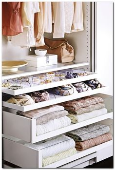 Small Bedroom Organization (24)