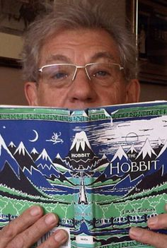 Apparently when Martin Freeman's (Bilbo) family visited him in New Zealand during the filming of The Hobbit, Sir Ian (Gandalf) would babysit so they could have an evening out. Imagine him reading The Hobbit to them in his Gandalf voice! Jrr Tolkien, Gandalf, Sir Ian Mckellen, O Hobbit, Hobbit Hole, Into The West, John Barrowman, My Sun And Stars, Martin Freeman