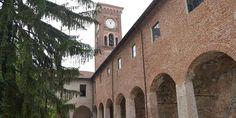 ALESSANDRIA - La caldissima estate in città ha trovato un'oasi fresca il venerdì, dalle 19:00 le arcate del Chiostro di Santa Maria di Castello accolgono