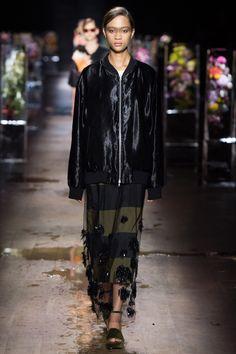 Dries Van Noten Spring 2017 Ready-to-Wear Fashion Show - Selena Forrest