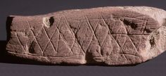 Middle Stone Age Engravings on ochre from Blombos Cave, South Africa. Ancient Art, Ancient History, Fresco, Anni Albers, Early Humans, Old Rock, Archaeological Finds, Animal Bones, Stone Age