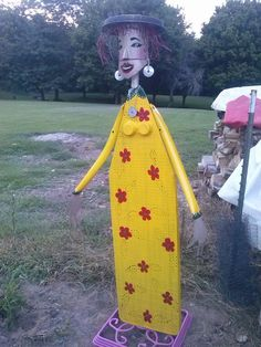 Here is the garden scarecrow I made for my mom's BD.  I was inspired by other ironing board ladies I've seen here on Pinterest!