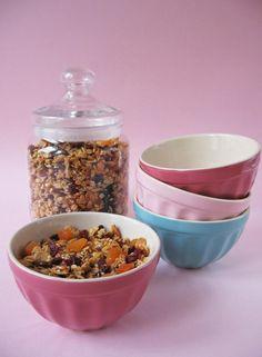 óGranola aszalt gyümölcsökkel Granola, Dog Food Recipes, Cereal, Breakfast, Cake, Morning Coffee, Pastel, Kuchen, Cakes