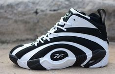 A daring piece of footwear design at the time of its release back in the Reebok Shaqnosis visual impact has not dulled with time. Shaquille O'neal, Sneaker Boots, Shoes Sneakers, Vintage Shoes Men, Best Workout Shoes, Play Shoes, Pink Nike Shoes, Air Jordan, Popular Sneakers