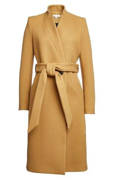 The most luxury brands in the world available at Luxury & Vintage Madrid - Women's style: Patterns of sustainability Camel Coat Outfit, Beige Coat, Mode Hijab, Coat Dress, Hijab Fashion, Coats For Women, Mantel, Madrid, Ideias Fashion