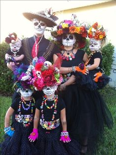 View the 22 Family Halloween Costumes That Will Make You Want To Make The Effort This Year photo gallery on Yahoo News. Find more news related pictures in our photo galleries. 3 Girl Halloween Costumes, Family Costumes For 3, Halloween Boo, Halloween 2017, Baby Costumes, Cosplay Costumes, Day Of Dead Costume, Halloween Disfraces, Day Of The Dead
