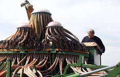 28. März 2015. Das quallenartige Gebilde ist auf den Feldern in der russischen Region Rostow am Don im Einsatz. Die vielen Schläuche dürften dazu dienen, die Gerstensaat großflächig in den Boden einzustreuen.