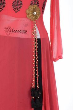 The design of a neckline matters just as much as the Kurti itself. It brings about the overall outlook of a Kurti and is probably the first thing that a viewer notices on your outfit; Lehenga Designs, Kurta Designs, Blouse Designs, Mehndi Designs, Salwar Suit Neck Designs, Neck Designs For Suits, Indian Dresses, Indian Outfits, Simple Kurti Designs