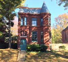 A beautiful new scalloped slate roof adorns this historic home in the  Benton Park neighborhood, St. Louis, MO
