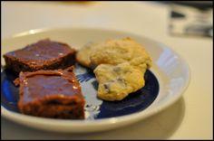 Pätkiskakku ja appelsiini-suklaakeksit Steak, Cookies, Baking, Desserts, Food, Bread Making, Tailgate Desserts, Biscuits, Deserts