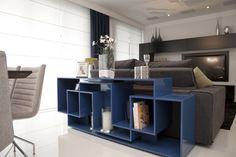 A cor inspiração do dia é azul. Existem muitos tons de azul, o que muda tudo na decoração. Por isso, hoje vamos focar no azul mais fechado. Veja pequenos detalhes de azul que deixam a sua decoração com um toque de cor com muito estilo: