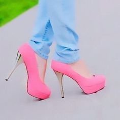 Pink pumps cotton candy for the eye. Sexy Heels, Stiletto Heels, Pink Shoes Outfit, Shoe Boots, Shoes Heels, Colorful Heels, Pink Pumps, Only Shoes, Beautiful Shoes