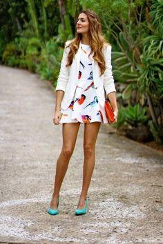 Schicke Idee mit Kleid aus Stoff mit Vögelmotiven