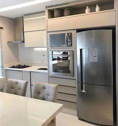 Inspiração de cozinha com paleta de cores neutras que transmitem leveza e sofisticação. Amamos! #cozinhameunovoapê Projeto Dboah…