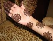 Simple mehndi designs are loved by everyone. Mehndi has become part of eastern culture. Summer is near and people are waiting to be in their body's beach! It is also time for henna tattoos attractive. Henna Hand Designs, Dulhan Mehndi Designs, Mehandi Designs, Round Mehndi Design, Mehndi Designs 2014, Mehndi Designs Finger, Latest Bridal Mehndi Designs, Arabic Henna Designs, Mehndi Designs For Girls