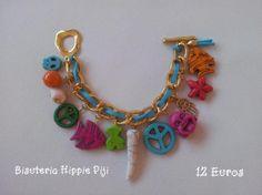 pulsera de cadena dorada de alumunio con tira de ante y abalorios con formas y piedras naturales.  cadena alumunio,piedras naturales,abalorios de colores manuel