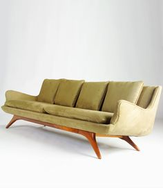 vladimir kagan : venetian sofa : ralph pucci