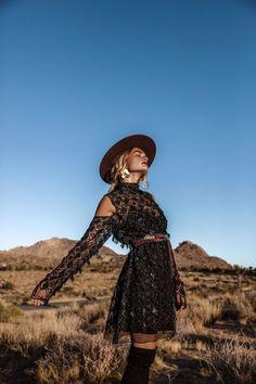 31 Ideas Style Bohemio Rock For 2019 Bohemian Style Clothing, Bohemian Mode, Hippie Style, Boho Chic, Hippie Chic, Bohemian Outfit, Modern Hippie, Bohemian Gypsy, Girl Style
