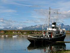 Antarktis-Expeditionen starten häufig aus dem, am Beagle-Kanal gelegenen Hafen von Ushuaia.