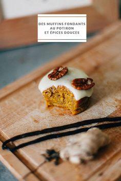 Mélanie, aka Mea photographie qui partage une recette de saison, des muffins fondants au potiron et aux épices douces, nappé d'un délicieux glaçage au noix de Pécan caramélisées.