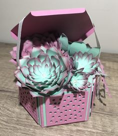 Un petit pot de succulentes Diy Flowers, Flower Pots, Paper Flowers, Paper Succulents, D Craft, Flower Template, Flower Cards, Craft Tutorials, Homemade Cards