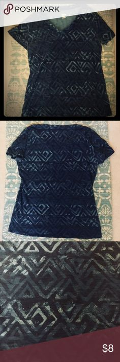 Blue graphic t-shirt Cute v-neck graphic t-shirt in excellent condition! Has a cool diamond pattern with a mix of dark and light blue. Size X-Large (fits a size large best for a relaxed fit). Chest: 18 inches. Length: 24 inches. No flaws/rips/pilling. 🚨no trades🚨 Bundle TWO or more items and get 15% off with purchase! 🌻 Mossimo Supply Co. Tops Tees - Short Sleeve