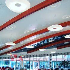 Podział dzięki belkom korzystnie wpływa na wygląd sufitu, a dodtakowo wprowadzone jest płynne przejście ze strony prawej do lewej. / Thanks to beams the division has a positive effect on the appearance of the ceiling. There is also a smooth transition from the right to the left side. Division, Beams, Smooth, Thankful, Ceiling, Ceilings, Trey Ceiling, Exposed Beams
