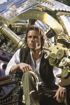 The Time Machine, 2002 with Guy Pearce Steampunk Movies, Steampunk Cosplay, Steampunk Clothing, Steampunk Fashion, Steampunk Men, Time Machine Movie, The Time Machine, Sci Fi Movies, Good Movies