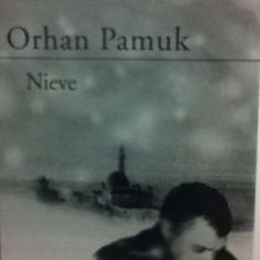 Nieve, del premio Nobel Orhan Pamuk, es un acto metalingüístico bien logrado. Obra densa, difícil. No la recomiendo del todo, sólo por ociosidad.