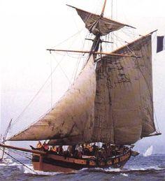 """Cotre corsaire """"Le Renard"""", dernier  navire  armé en course par Robert Surcouf (réplique à voilure diminuée)."""