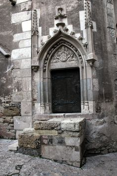Door at Hunyad Castle, Hunedoara, Romania by TeamBCX.http://www.flickr.com/photos/teambcx/sets/72157630325502744/