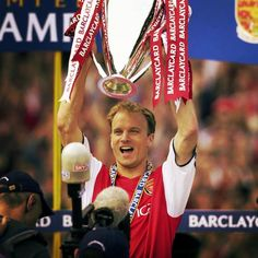 Dennis Bergkamp with the 2001-2002 trophy