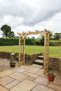 Suitable for any garden and ideal for wider paths, the new Twilight Arch provides complete flexibility by extending up to 2m in width. Features