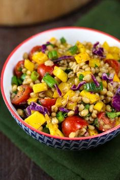 This oil-free Wheat Berry Southwest Salad is bursting with citrusy chili-lime flavors, and makes an excellent side dish or compliment to any potluck. Wheat Berry Recipes, Wheat Berry Salad, Side Recipes, Whole Food Recipes, Vegan Mexican Recipes, Vegan Recipes, Vegan Foods, Lunch Recipes, Southwest Salad