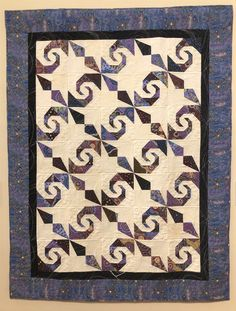 This unique quilt manteles is an extremely inspirational and very good idea Longarm Quilting, Quilting Projects, Quilting Designs, Sewing Projects, Quilting Ideas, Sewing Ideas, Cute Quilts, Easy Quilts, Scrappy Quilts