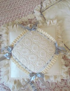 Angela Lace: Lace bed cover, Roses and Velvet ribbons