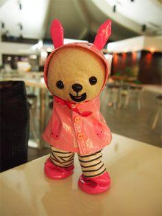 ウサギの合羽かわいいでしょ♡ サイパン空港だよ♬