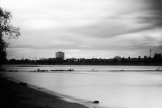 #Langzeitbelichtung am Tag - Krieg & Liebe #photography #longexposure #riverside #silk #river #rhine #duesseldorf #blackandwhite