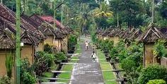 Penglipuran Village is a traditional countryside owning unique characteristic life, socializing and culture. It is located in Kubu Village .this place is 15 kilometer from sidemen. Bamboo House Design, Urban Village, Resort Villa, Natural Building, Bali Lombok, Mountain Resort, Tropical Garden, Balinese, Traditional House