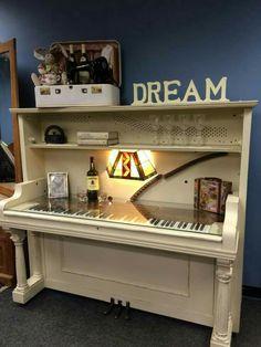 Piano desk/bar