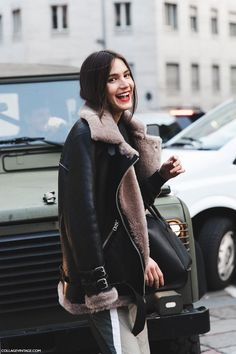 Streetstyle. She is wearing such a cozy jacket.