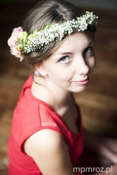 before the wedding, bride with w flower wreath