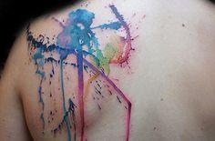 """Quer uma tattoo mas ainda não faz ideia do desenho? Sem problemas. O tatuador sul-africano Jay Freestyle é famoso por fazer """"surpresas"""" na pele de seus clientes. Na verdade, é até fácil confiar no talento do cara: a tattoo fica bacana só com algumas """"pinceladas"""". Foto: Divulgação."""
