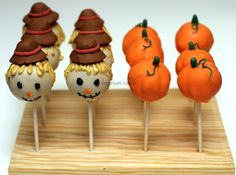 Fall Cakepops Scarecrow hats are chocolate fondant. Halloween Cake Pops, Halloween Treats, Halloween Inspo, Halloween Stuff, Halloween Kids, Happy Halloween, Holiday Desserts, Holiday Treats, Thanksgiving Cake Pops